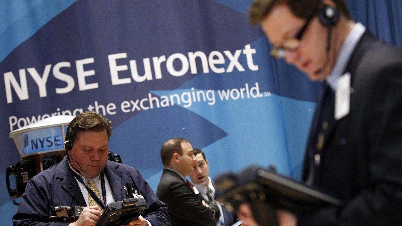 Obchodníci na parketu americké burzy NYSE Euronext.