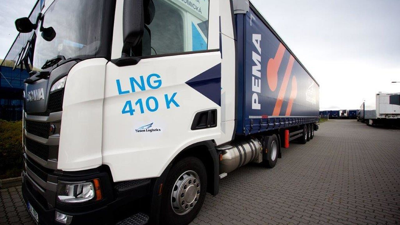Testovací souprava s tahačem Scania na zkapalněný zemní plyn LNG.