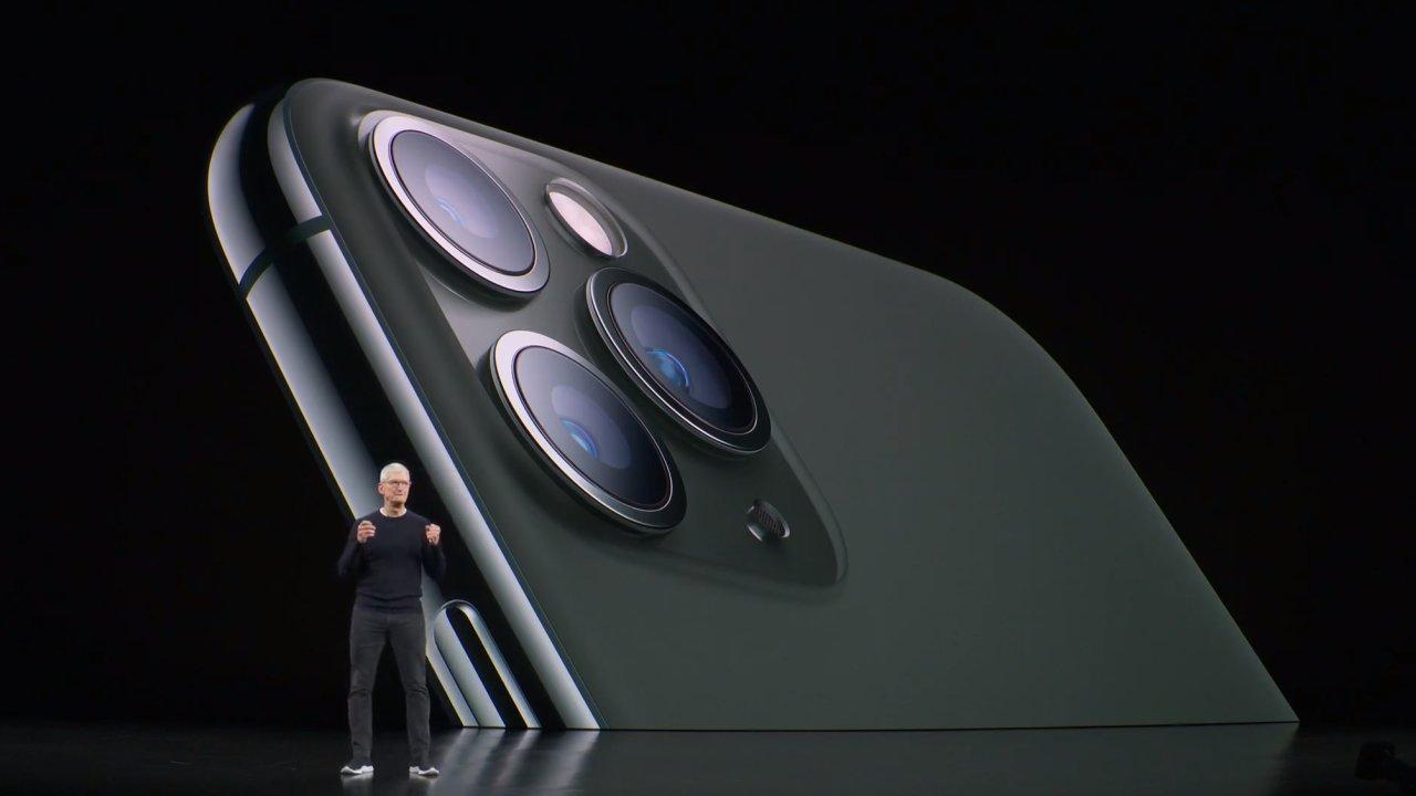 Apple představil nové telefony, jeden s nižší cenou.