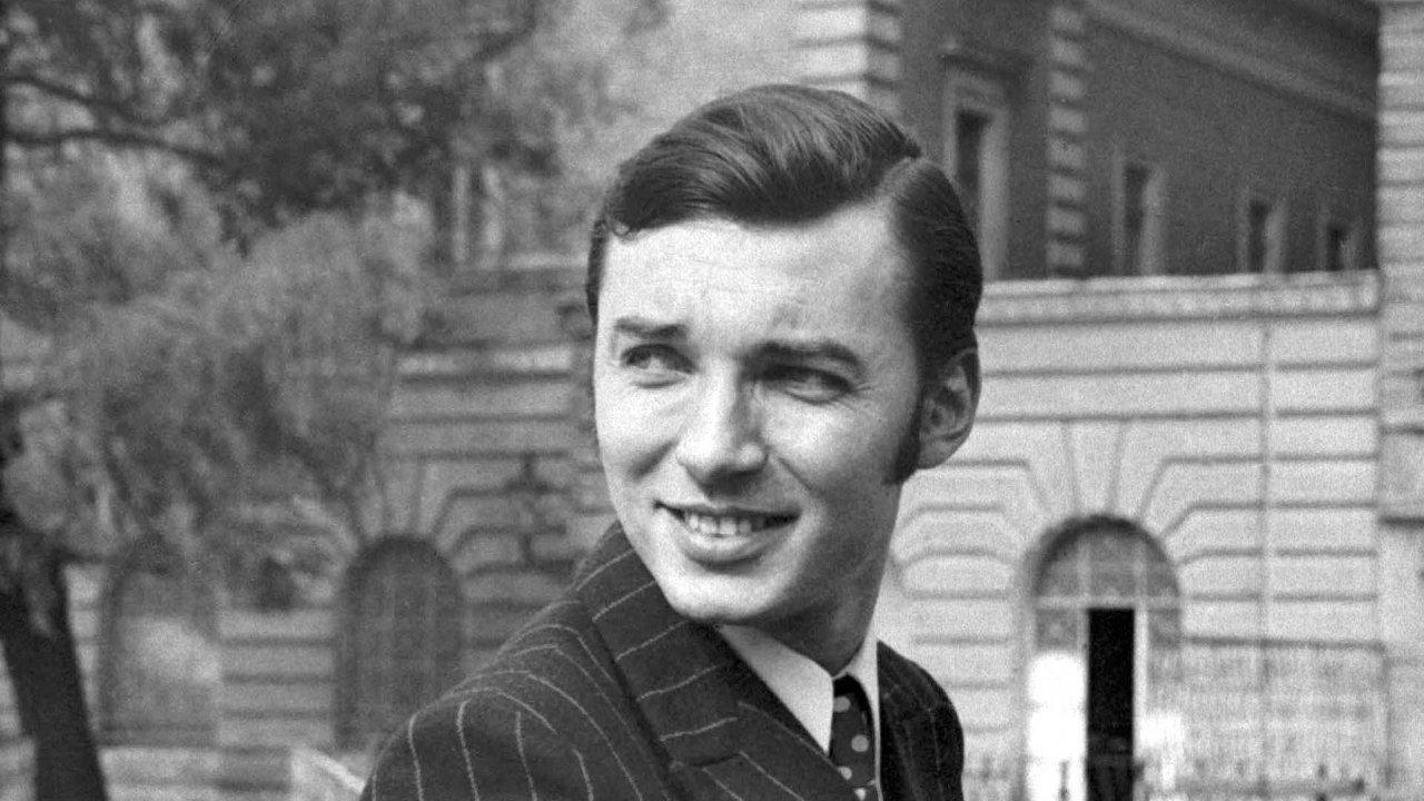Vevěku 80 let zemřel vúterý krátce před půlnocí Karel Gott. Nejslavnější český zpěvák populární hudby zemřel doma vkruhu své rodiny.