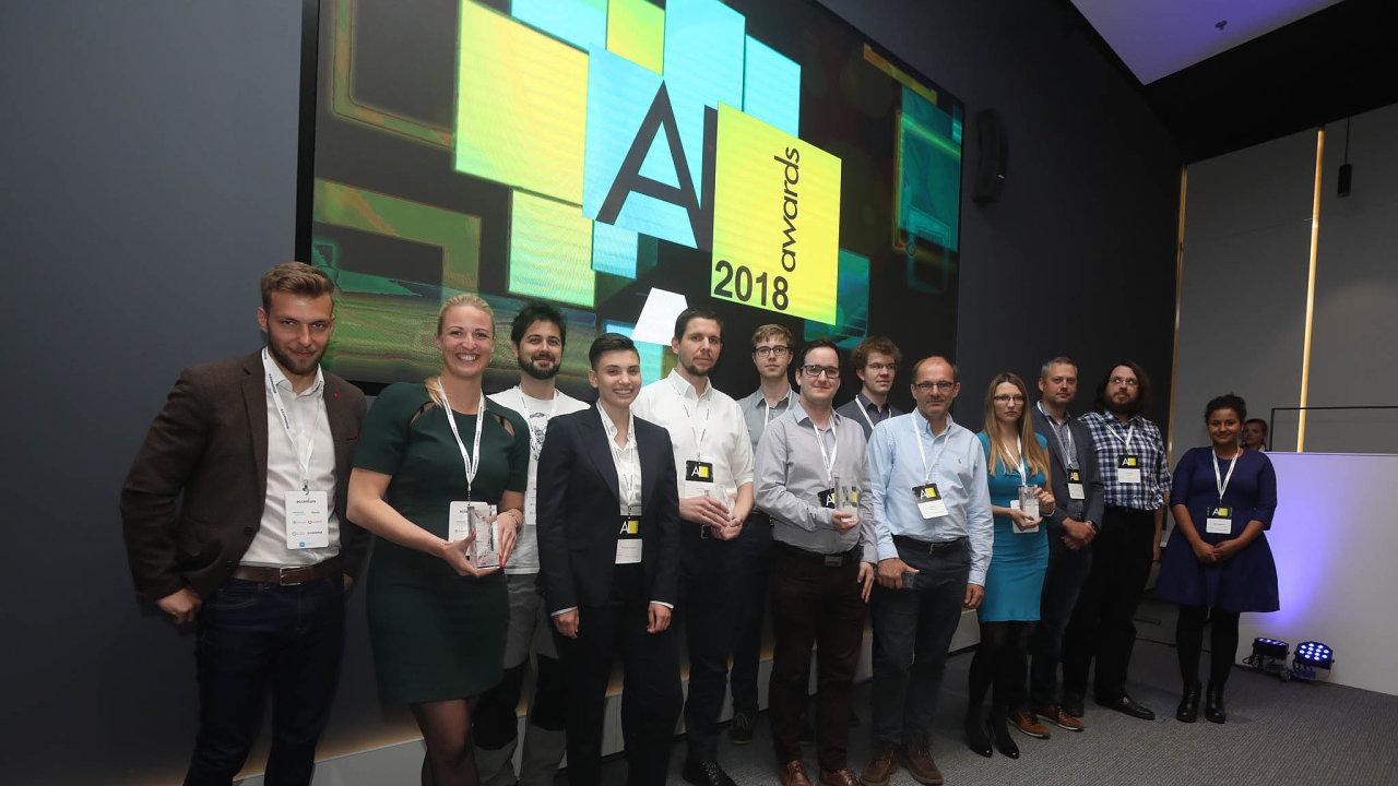 Držitelé ceny AI Award zloňského roku. Letošní ročník bude vyhlášen 5. března. Nominovat účastníky je možné do7.února.