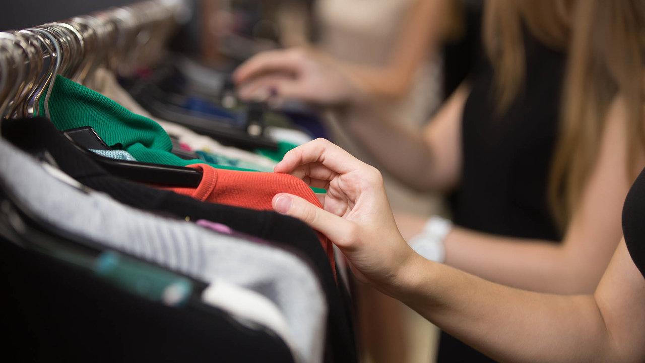 Nakupování včeských second handech je stále častější volbou.