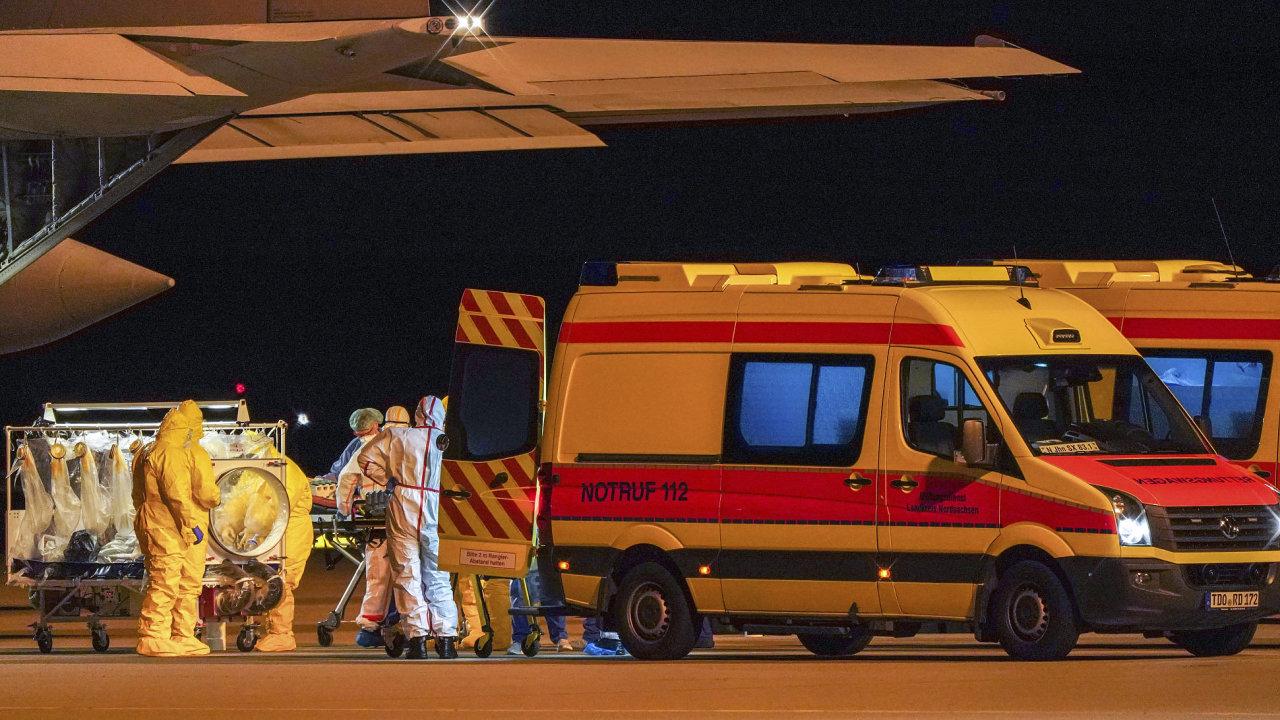 Přílet německých pacientů infikovaných koronavirem z Itálie.