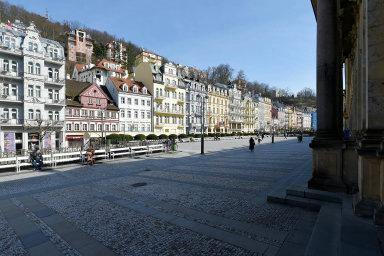 Karlovy Vary letos kvůli pandemii přijdou opříjmy okolo 200 milionů. Kvůli zavřeným hotelům budou chybět peníze vybrané namístních poplatcích, méně dostane město i odstátu zdaňových příjmů.