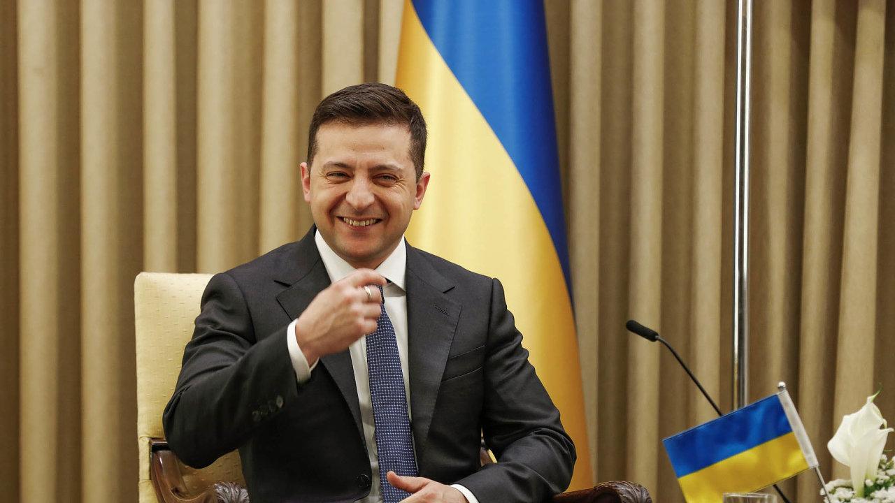 Uvětšiny nejhůř za3. Více než třetina Ukrajinců dává prezidentovi jedničku nebo dvojku, téměř 40 procent trojku.