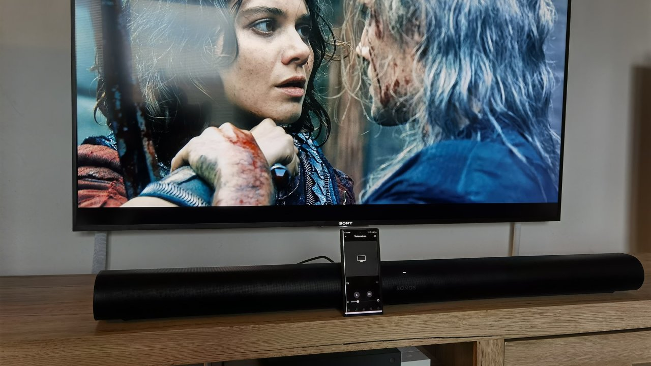 Sonos Arc elegantně nahradí domácí kino i stereo reprosoustavy