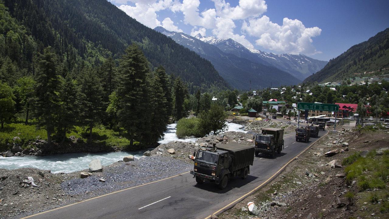 Indický vojenský konvoj