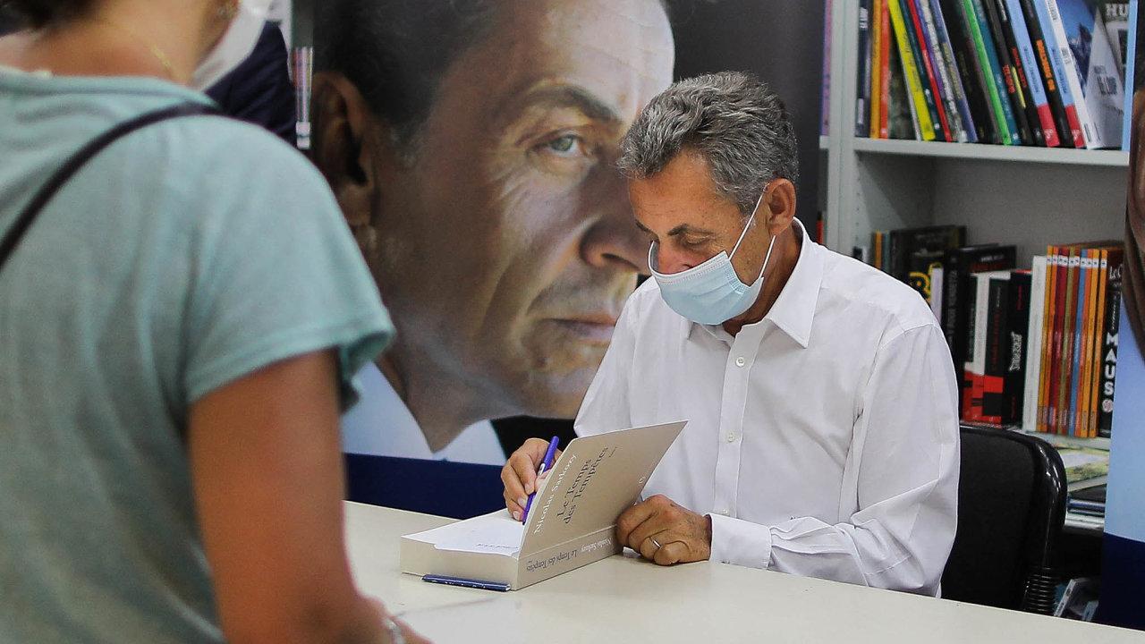 Exprezident spisovatelem: Čas bouří označují francouzská média zaletní bestseller. Prodalo se už 250 tisíc kusů achystá se dotisk.