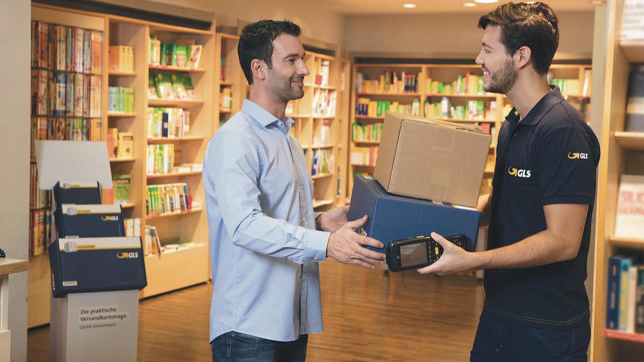 Pro zaslání balíku je nutné na webu e-balik.cz zadat objednávku, vyplnit údaje o odesílateli a příjemci a vybrat GLS ParcelShop, který bude sloužit k vyzvednutí balíčku příjemcem.