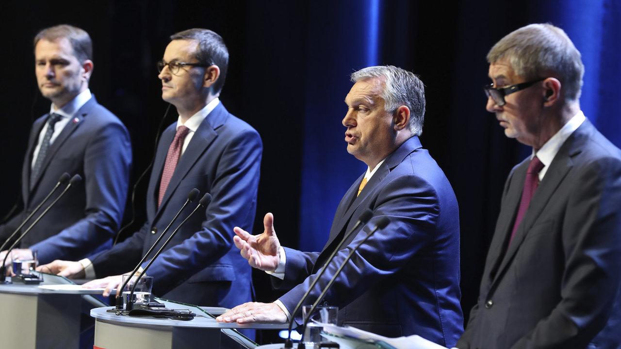Premiéři V4 na tiskové konferenci po páteční schůzi.