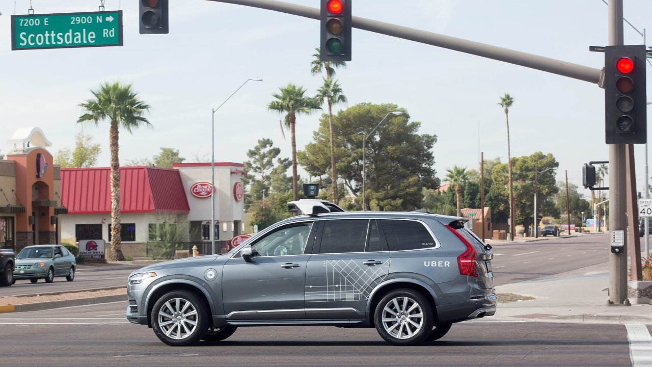 Samořízené Volvo od Uberu v Arizoně.