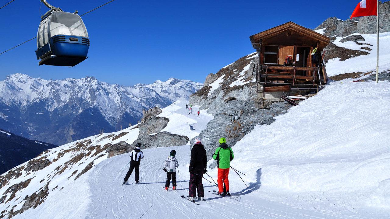 VeŠvýcarsku podobná omezení jako veFrancii či jinde vEvropě neplatí, aje tak jedinou alpskou zemí, kde vleky jezdí.
