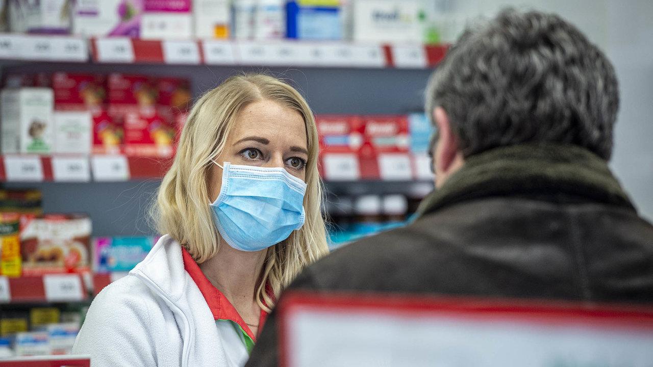 Naučit se s injekcí. Lékárníci jsou ochotní očkovat pacienty, počítají s nutnou rekvalifikací.