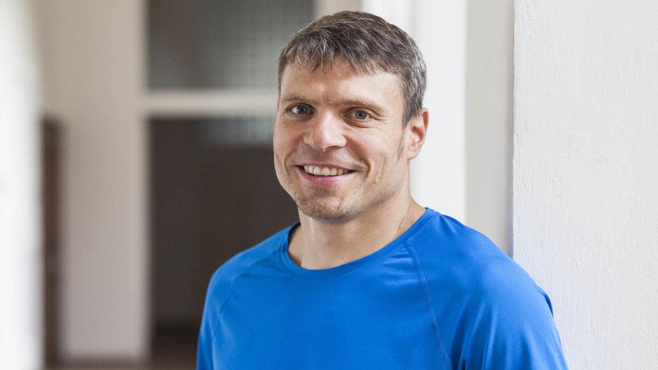 Tomáš Šebek pracuje jako chirurg vpražské Nemocnici NaFrantišku. Je také spolumajitelem firem uLékaře.cz nebo Meditorial.