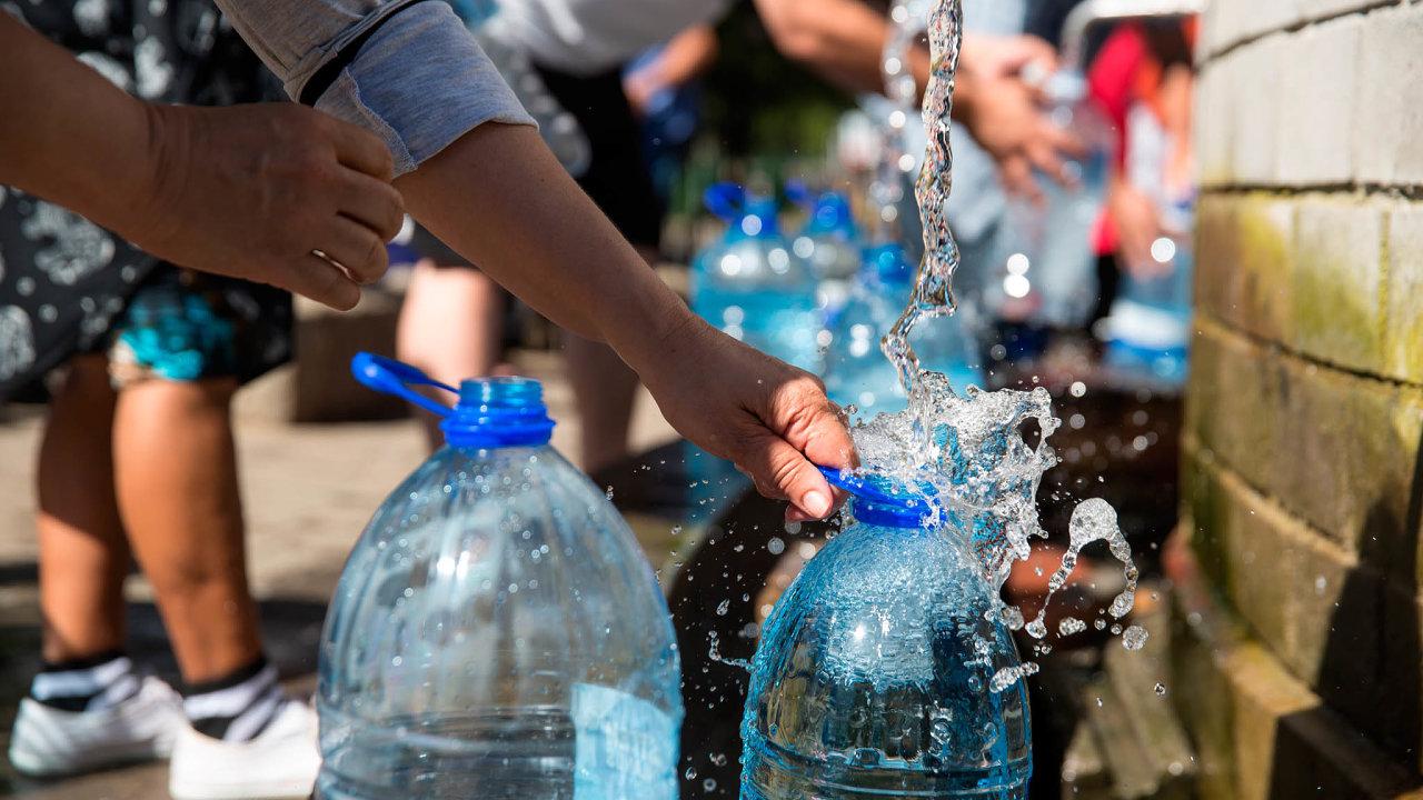 Kapské Město motivovalo své obyvatele, aby využívali vodu zveřejných zdrojů, tedy pramenů či studen.