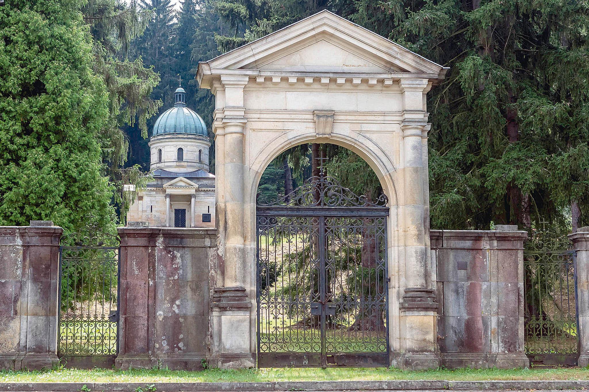 Kleinové si mohli velké mauzoleum dovolit. Pocelém Rakousku-Uhersku získávali zakázky nastavbu železnic. VSemmeringu vRakousku postavili tunely, které se stále používají.
