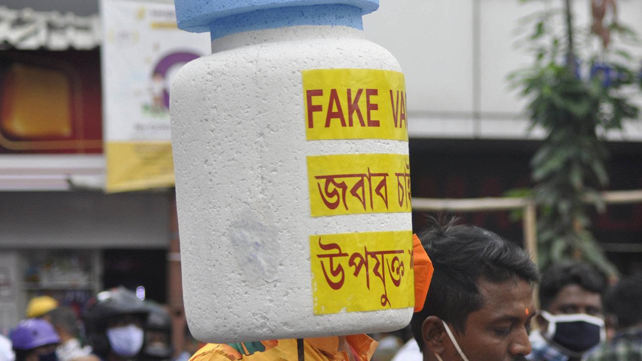 Proti falešnému očkování protestovali vpondělí obyvatelé Kalkaty.