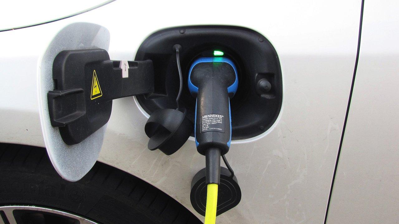 Nabíjení elektromobilu – ilustrační foto.