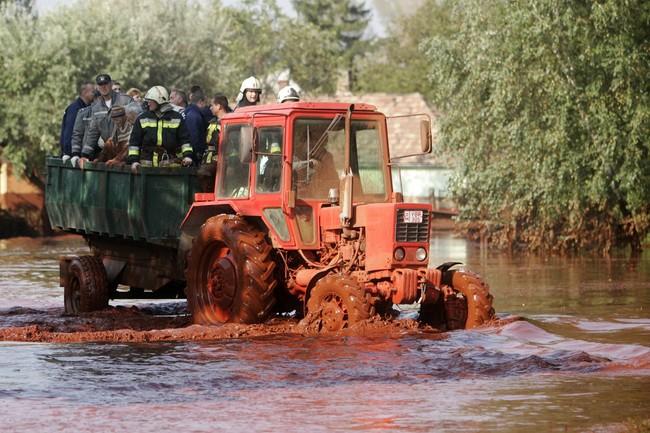 Ekologická katastrofa v maďarsku: jedovatý kal dále uniká