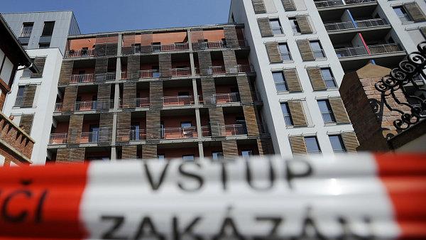 Bez opravy ��sti developersk�ho projektu Prague Marina (na sn�mku z 30. dubna), kter� byl 29. dubna evakuov�n, se jeho obyvatel� nem�ou vr�tit.