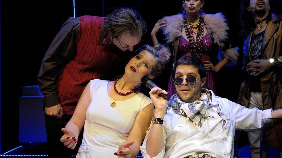 Plešatá zpěvačka v Komorní scéně Aréna