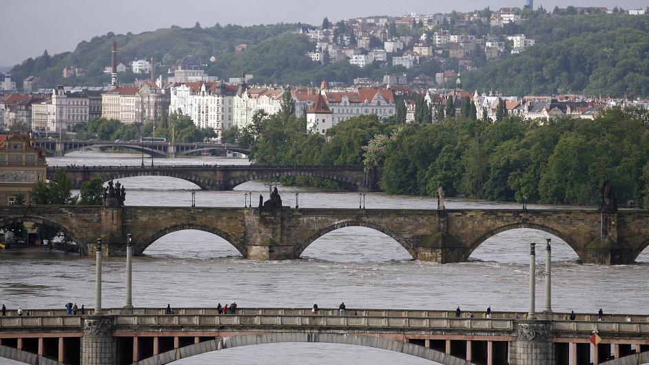 Pohled z Letenské pláně na pražské mosty, 4. června 2013