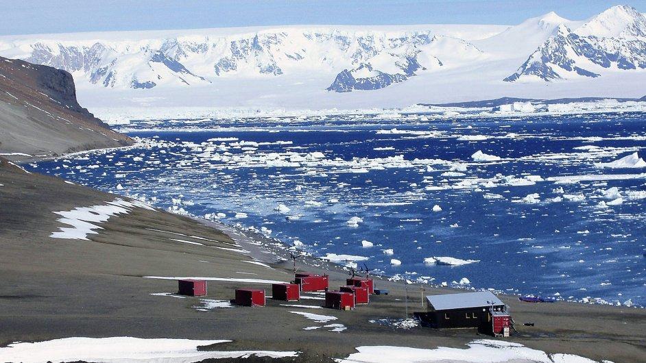 Polární stanice Johanna Gregora Mendela na ostrově Jamese Rosse.