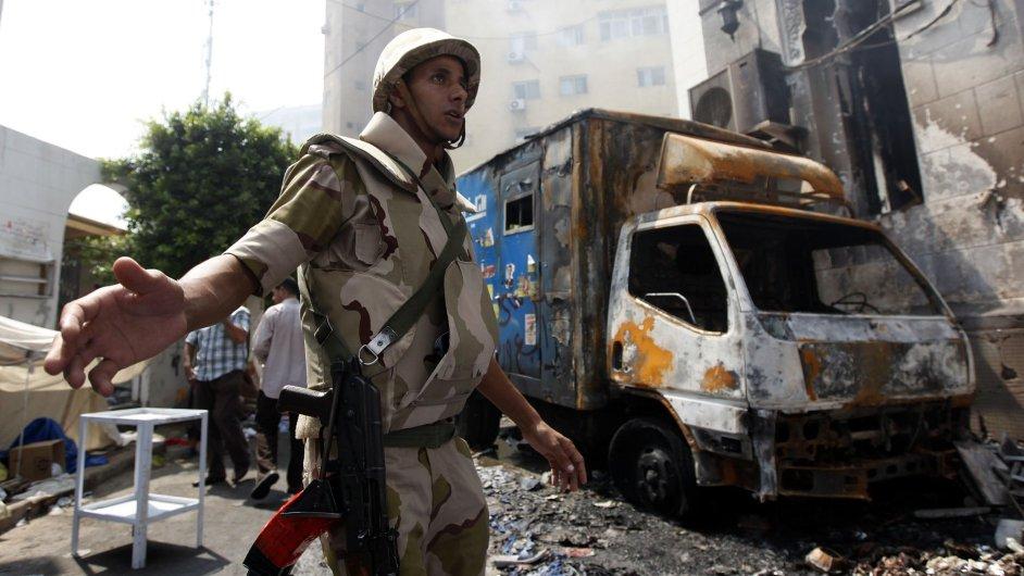 Razantní zásah egyptských ozbrojených složek proti stoupencům Muslimského bratrstva (čtvrtek 15. srpna)