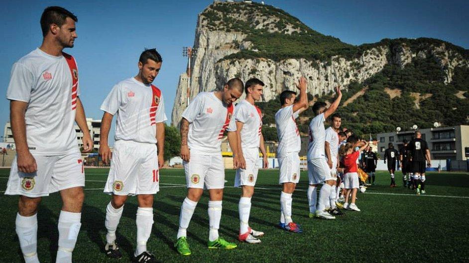 Fotbal a skála. Národní tým Gibraltaru na hřišti