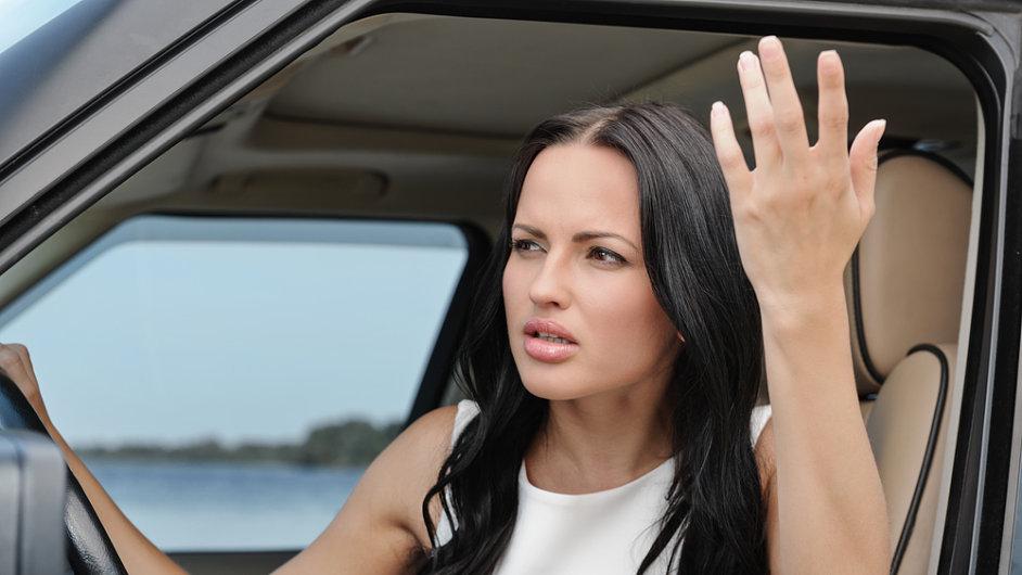 Naštvaná řidička. Ilustrační foto