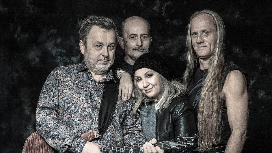 Zleva Michal Pavlíček, Jiří Veselý, Bára Basiková a Klaudius Kryšpín.