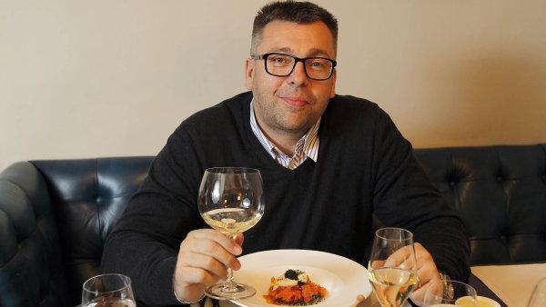Do restaurace Kalina v centru Prahy chodí Michal Jelínek často a rád.