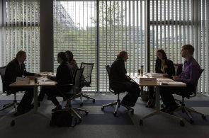 Mzdy v Česku rostou rychle hlavně kvůli tomu, že firmy těžko hledají nové zaměstnance - Ilustrační obrázek.