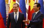 Ruský premiér Dmitrij Medveděv (vlevo) a jeho vietnamský protějšek Nguyen Tan Dung (vpravo).