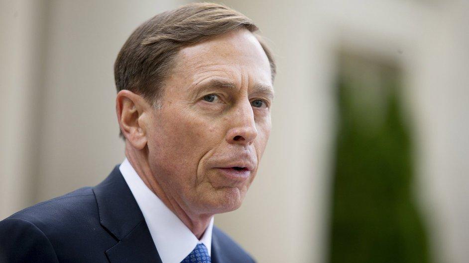 David Petraeus si od soudu odnesl podmínku a pokutu.