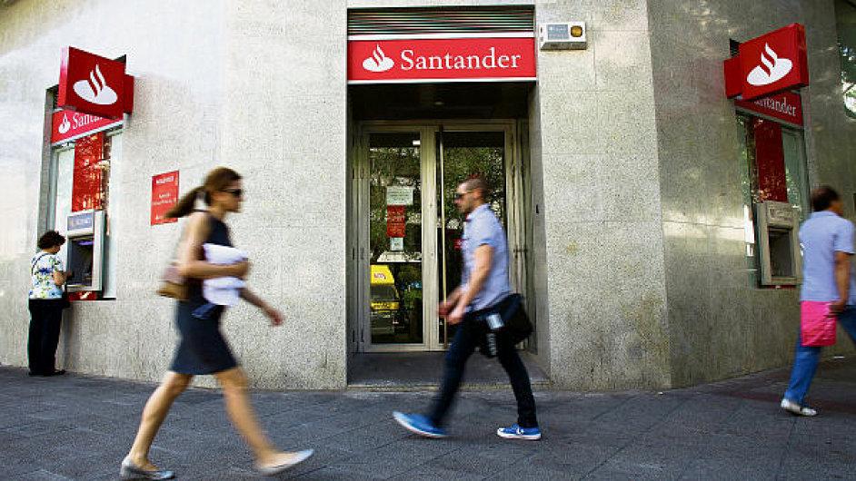 Španělské banky snižují závislost na domácím trhu, expandují do Portugalska a Latinské Ameriky. Na snímku Banco Santander.