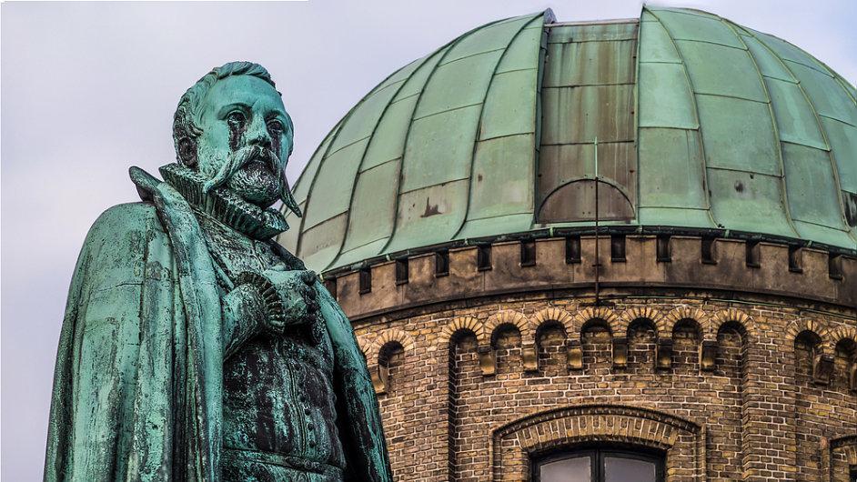 Tycho Brahe nebyl otráven rtutí, tvrdí vědci. Na snímku je Braheho socha v Dánsku.