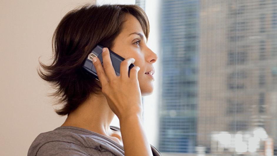 Mobil, volání, ilustrační foto