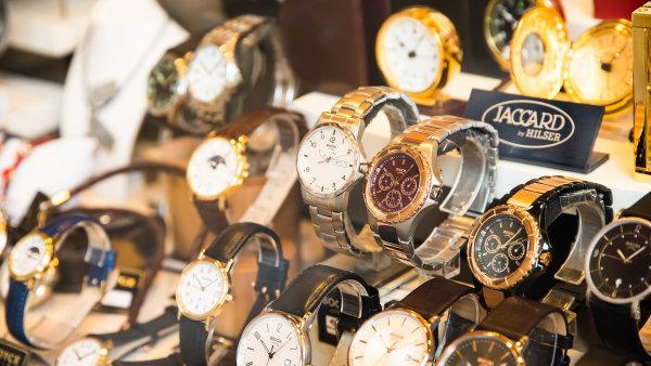 Prodej švýcarských hodinek klesá.