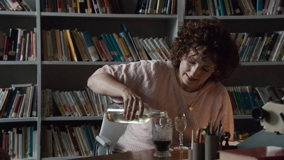 Film Učitelka bude mít premiéru v karlovarské soutěži, v kinech se objeví 21. července.