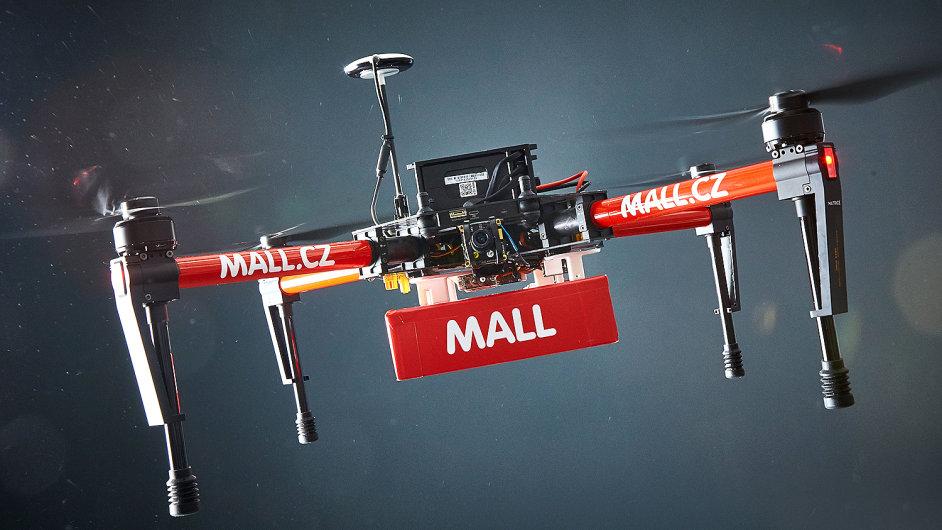 Drony běžně uvezou zásilky do dvou kil