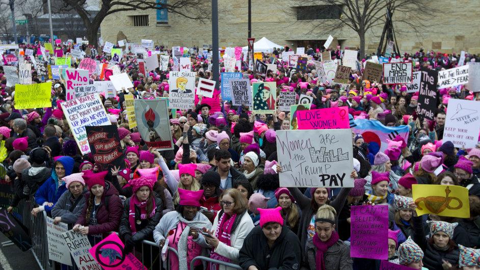 Pochod za práva žen se proměnil v protest proti Trumpovi.