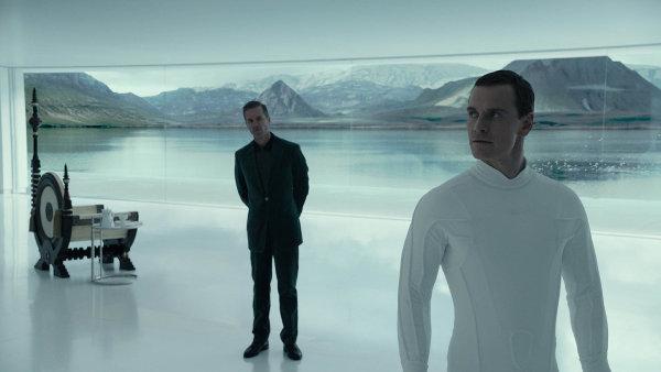 Na planetě na osadníky čeká android David ze snímku Prometheus.