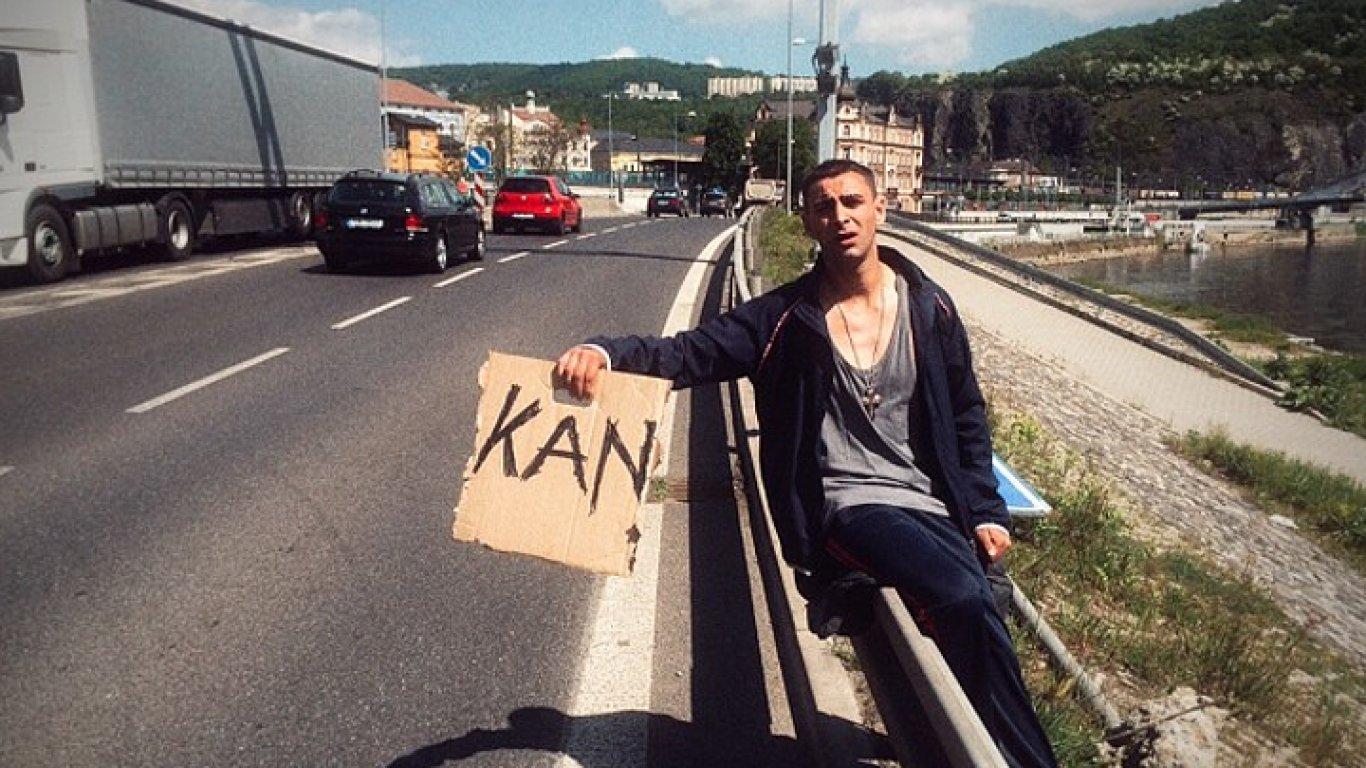Jako by režisér věděl, že mu historka o cestě do Cannes na celovečerní stopáž nevystačí, přidal do filmu nesourodé další dějství odehrávající se v Římě.