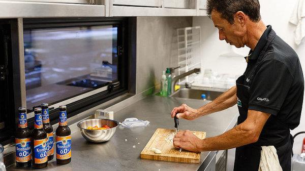Takhle vaří pro Sagana. Podívejte se do kuchyně týmu Bora.