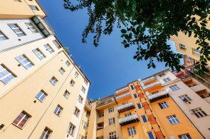Ostrůvky uprostřed města: Vnitrobloky, v nichž si připadáte jako na venkově, v Berlíně nebo v Provence