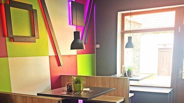 Sushi bar v Nymburce provozují mladí podnikatelé Alexandro Gjičali a Martin Fiala.