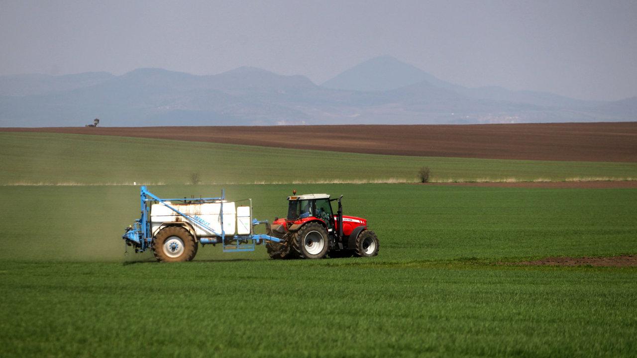 Užívání pesticidů způsobuje zásadní znečištění podzemní vody – Ilustrační foto.