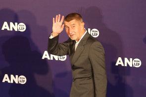 Andrej Babiš proto z volebního štábu ANO nezamířil na Kavčí hory na debatu s Václavem Moravcem, ale do televize Barrandov.