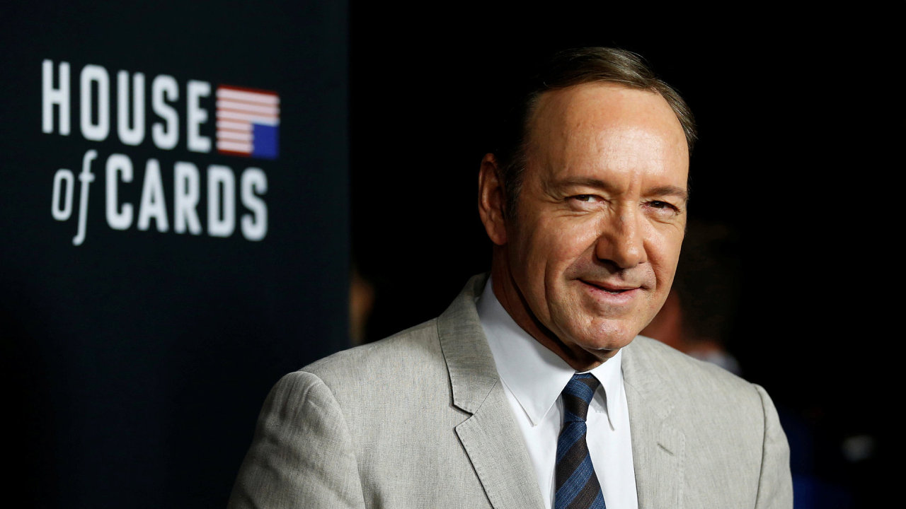 Kevin Spacey ztvárnil hlavní postavu seriálu Dům z karet Franka Underwooda.